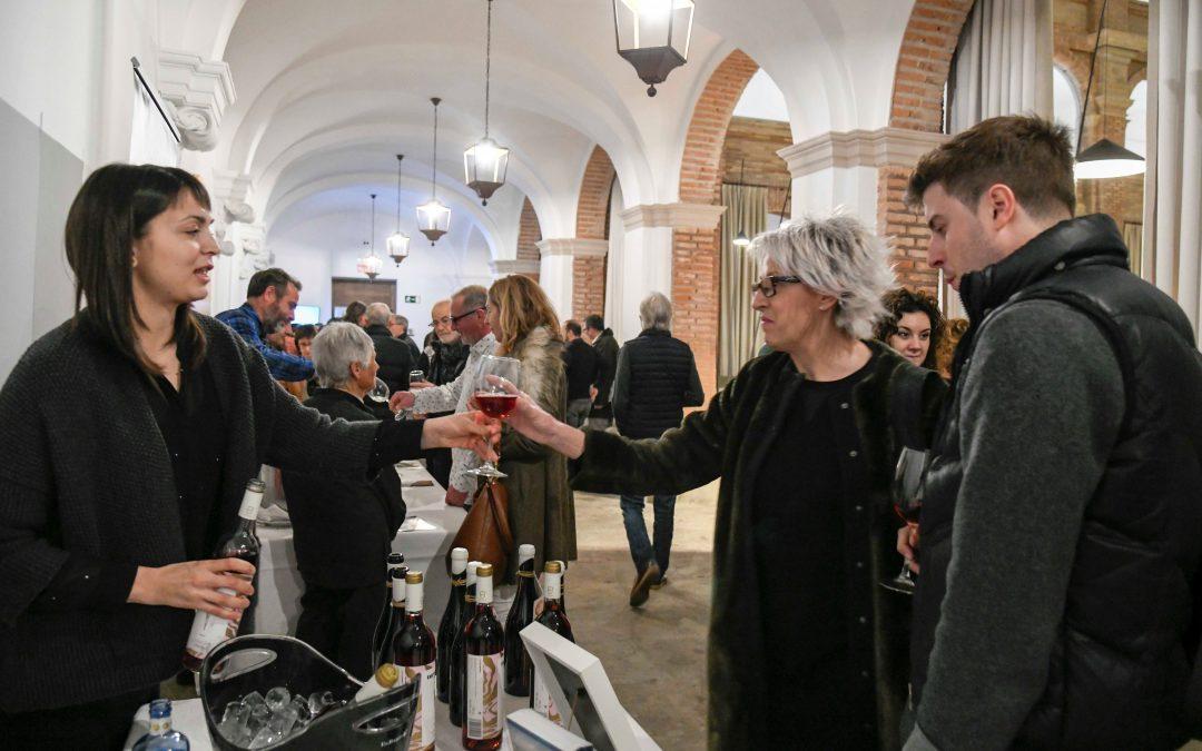 Els cellers del Pallars promocionen els vins de la comarca en el marc de la presentació del llibre La Conca de Tremp celler del Pirineu dos mil anys de vinya i vi