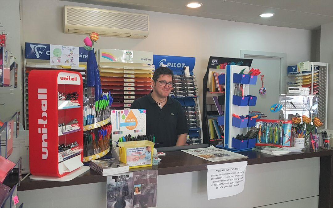 Amb el programa Reempresa, Balafia conserva la única papereria d'aquest barri de Lleida
